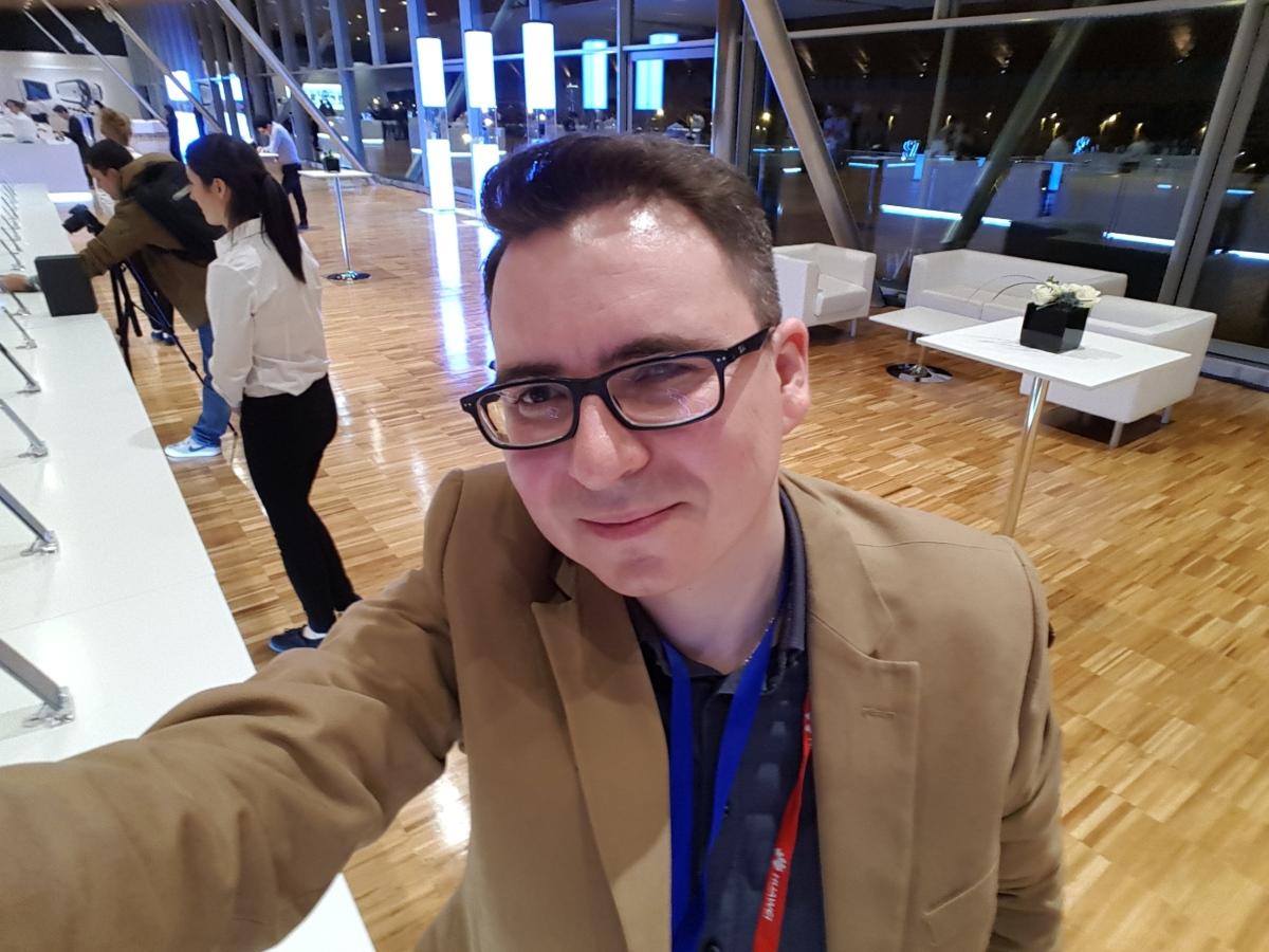 O selfie z przedniej kamerki - Michał Brożyński - naczelny 90sekund.pl :)