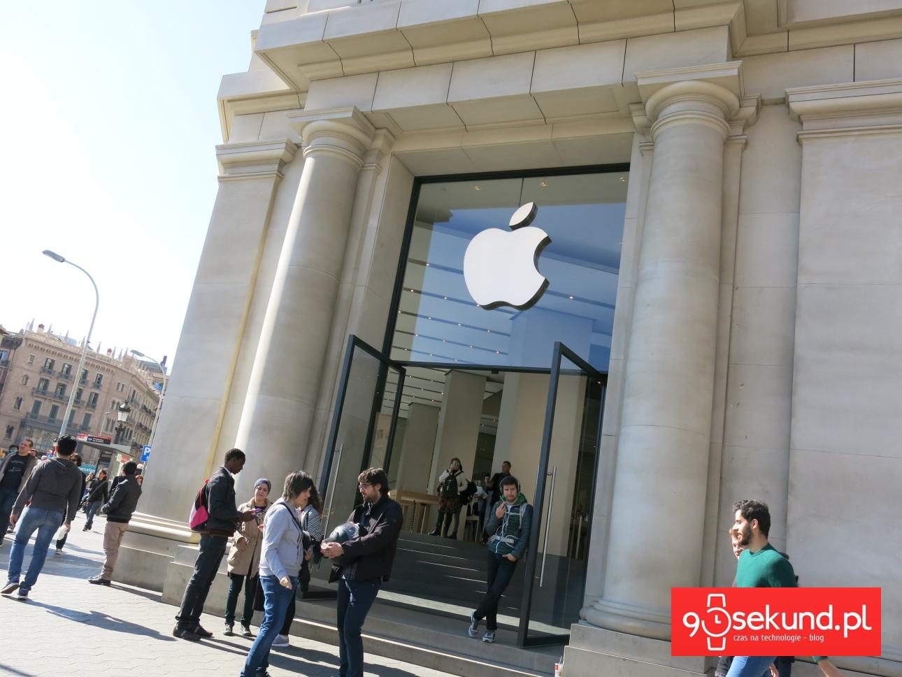 Wejście do sklepu Apple w Barcelonie - 90sekund.pl