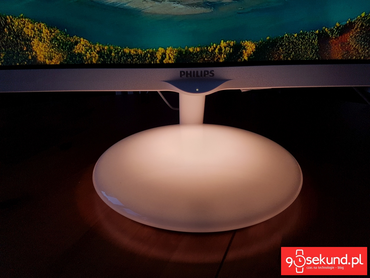 Monitor Philips Moda 275C Ambiglow Plus - świecąca podstawa - recenzja 90sekund.pl