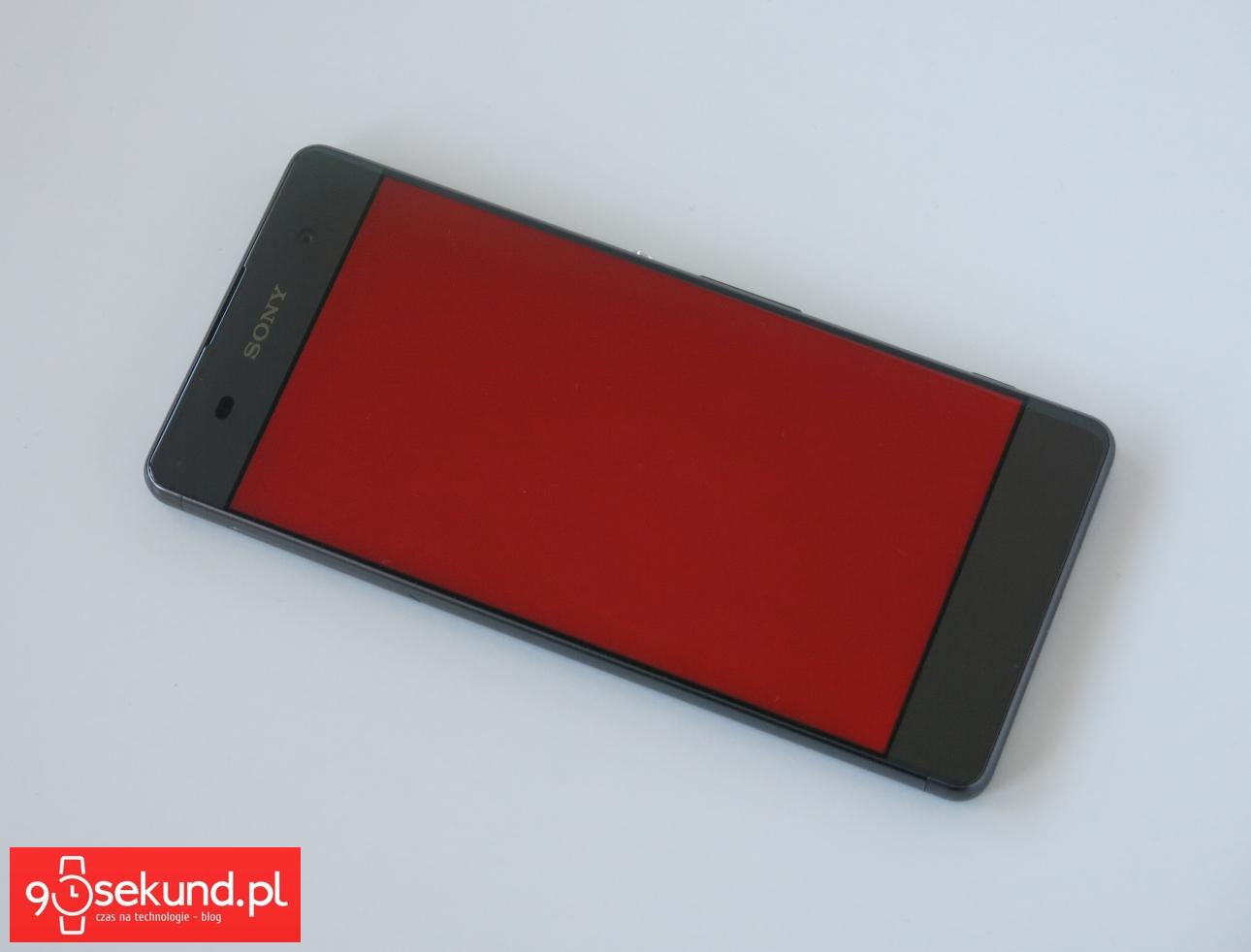 Sony Xperia XA - ekran oglądany mniej więcej na wprost - recenzja 90sekund.pl