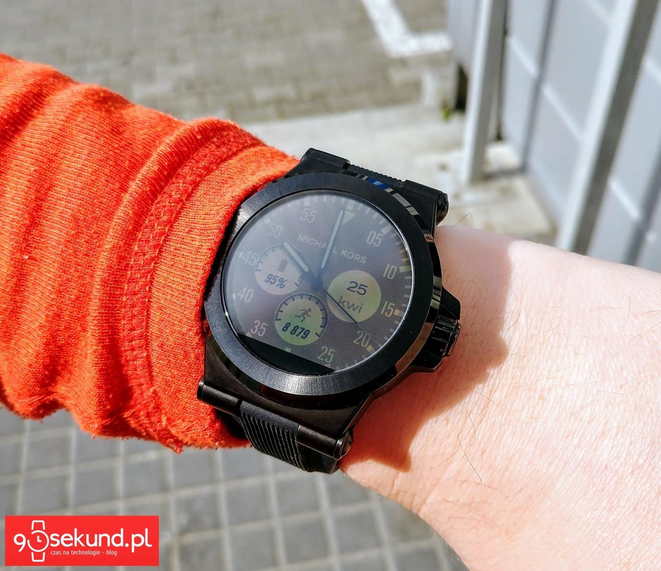 a1de980aa5a98 Poranne słońce świecące prosto na tarczę zegarka i wszystko widoczne :) – Recenzja  smartwatcha Michael Kors Access (Dylan MKT-5011) – 90sekund.pl