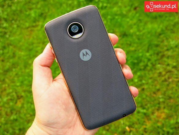 Recenzja Lenovo Moto Z2 Play (XT1710-09) z tylną klapką Moto Mods Style Shell z wbudowanym ładowaniem indukcyjnym (bezprzewodowym) - 90sekund.pl