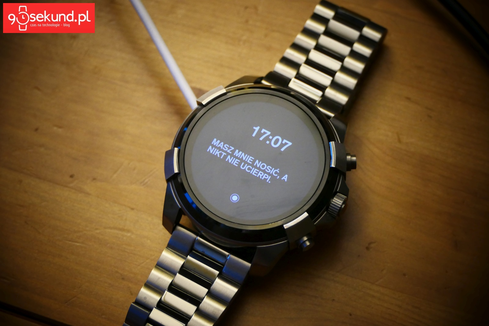 Komunikaty, które generuje aplikacja T-ON-I na smartwatchu Diesel On Full Guard 2.0 - Michał Brożyński 90sekund.pl