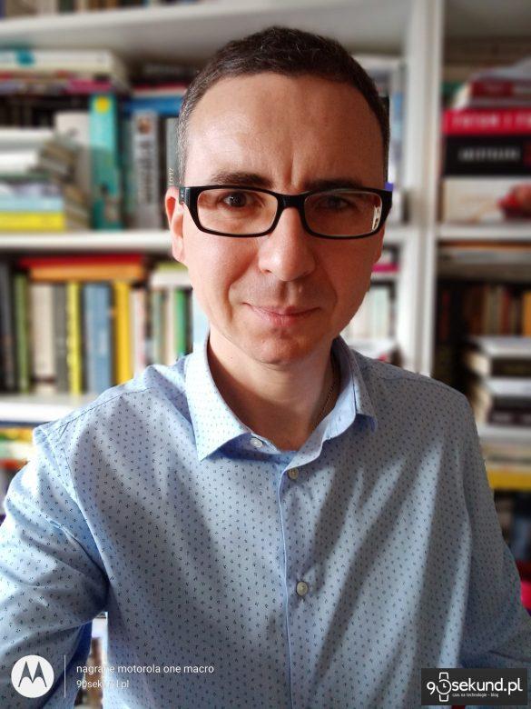Zdjęcie portretowe z Motoroli One Macro - 90sekund.pl - Michał Brożyński