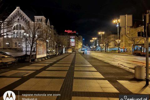 Zdjęcie nocne standardowe z Motoroli One Zoom - 90sekund.pl - Michał Brożyński