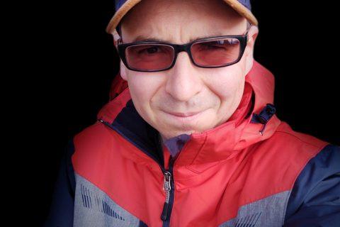 Zdjęcie z oświetleniem scenicznym z Motoroli One Zoom - 90sekund.pl - Michał Brożyński