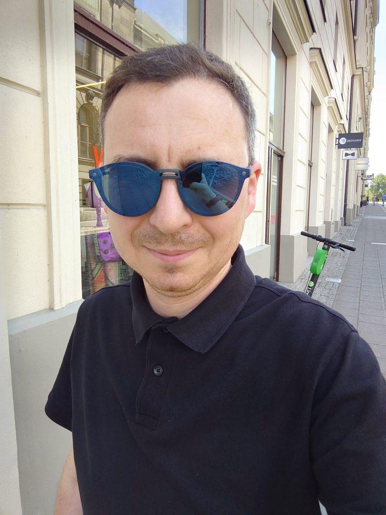 Selfie z Sony Xperia 1 mark I - Michał Brożyński - 90sekund.pl
